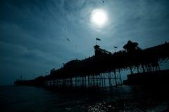 Pilastro di Brighton alla notte Fotografie Stock Libere da Diritti