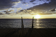 Pilastro di legno ad un tramonto Immagine Stock Libera da Diritti