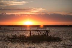 Pilastro di legno al tramonto Fotografia Stock