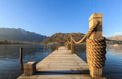 Pilastro di legno di mattina Fotografia Stock