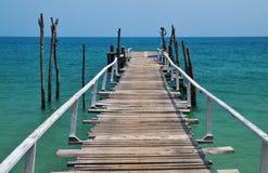 Pilastro di legno nel mare Fotografia Stock Libera da Diritti