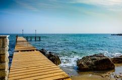 Pilastro di legno nel mare Fotografie Stock Libere da Diritti