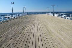 Pilastro di legno sopra un mare Immagine Stock Libera da Diritti