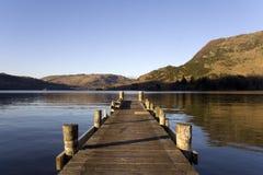 Pilastro di legno su un lago Immagini Stock Libere da Diritti