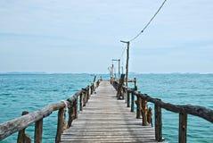 Pilastro di legno sul mare HDR immagini stock libere da diritti