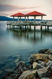 Pilastro di pesca nel lago Dardanelle immagini stock
