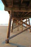 Pilastro di pesca - spiaggia NC di tramonto fotografia stock