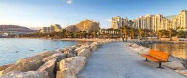 Pilastro di pietra alla spiaggia centrale in Eilat, Israele Fotografia Stock Libera da Diritti