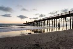 Pilastro di riva dell'oceano Immagini Stock
