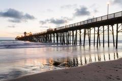 Pilastro di riva dell'oceano, California fotografia stock