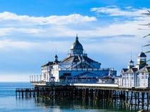 Pilastro e spiaggia di Eastbourne Immagini Stock Libere da Diritti