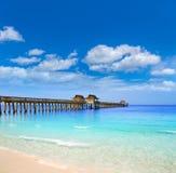 Pilastro e spiaggia di Napoli in Florida U.S.A. Fotografie Stock Libere da Diritti