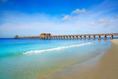 Pilastro e spiaggia di Napoli in Florida U.S.A. Immagini Stock Libere da Diritti
