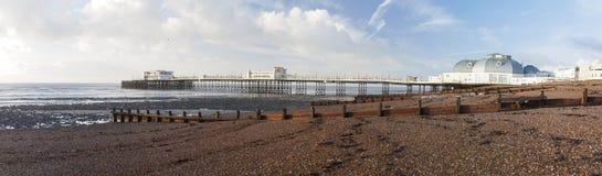 Pilastro e spiaggia di Worthing Fotografie Stock Libere da Diritti