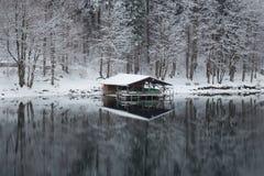 Pilastro nel lago Alpsee nell'orario invernale germany Fotografia Stock