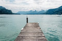 Pilastro nel lago Mondsee un il giorno di estate Immagini Stock