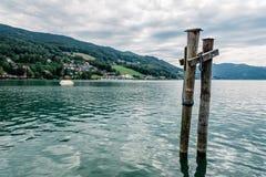 Pilastro nel lago Mondsee un il giorno di estate Fotografia Stock Libera da Diritti