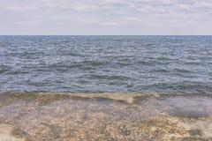 Pilastro nel mare e nel cielo Fotografia Stock Libera da Diritti
