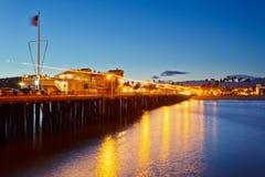 Pilastro a Santa Barbara alla notte immagine stock