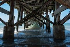 Pilastro sulla riva di Redington, Florida, U.S.A. di pesca Fotografie Stock Libere da Diritti