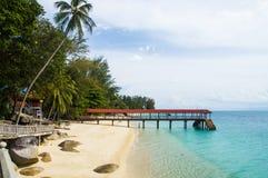 Pilastro sulla spiaggia a Pulau Perhentian, Malesia Immagine Stock