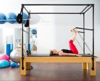 Pilates有氧讲师妇女在卡迪拉克中 免版税库存图片