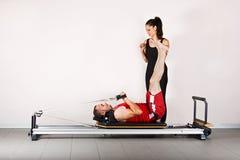 Pilates de la gimnasia Imagenes de archivo