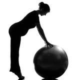 Pilates del workut de la aptitud de la mujer embarazada fotografía de archivo libre de regalías