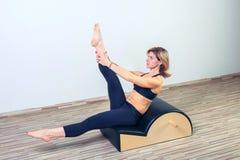Pilates, Eignung, Sport, Training und Leute Stockfotos