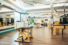 Pilates-Raum lizenzfreie stockbilder