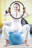 Pilates thuis stock fotografie