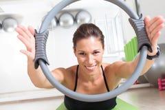 Pilates utbildning med cirkeln Arkivbilder