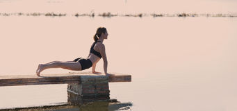 Pilates-Yoga-Trainingsübung im Freien Lizenzfreie Stockbilder