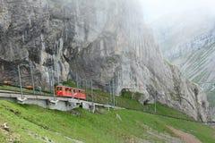 Pilatus-Bahn que emerge das nuvens Fotografia de Stock