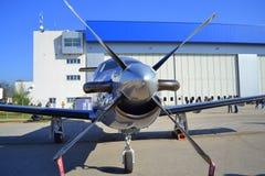 Pilatus PC-12/45航空器正面图 免版税图库摄影