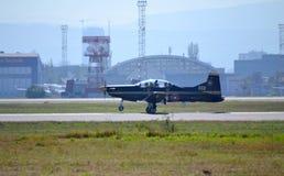 PILATUS PC-9M débarquant l'aéroport de Sofia Images libres de droits