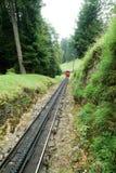 Поезд Pilatus держателя Pilatus на швейцарских горных вершинах Стоковая Фотография