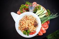Pilau - arroz com carne e vegetais foto de stock