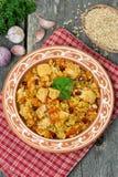 Pilau com vegetais, galinha e romã, vista superior imagem de stock royalty free