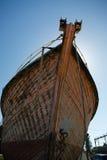 Pilbåge av det gamla timmerfartyget Royaltyfria Bilder