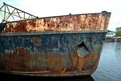 Pilbåge av ett gammalt rostigt skepp royaltyfri fotografi