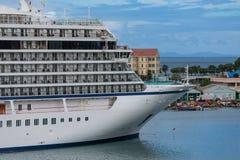 Pilbåge av kryssningskeppet i Barbados Arkivfoto