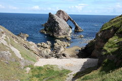 Pilbåge Fiddle Rock Scotland Royaltyfri Bild