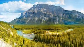 Pilbågedal, kanadensiska steniga berg Arkivfoto