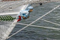 Pilbågen av ett seglingskepp arkivfoto