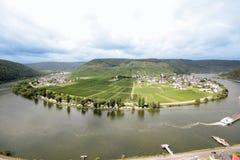 Pilbågen i floden Moselle (Mosel), nära Beilstein, Tyskland Fotografering för Bildbyråer