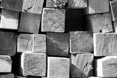 Pile B&W de bois de charpente Photographie stock libre de droits