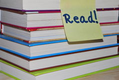 Pile of books with read post it Royalty Free Stock Photography