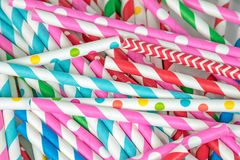 Pile colorée de paille à boire Photographie stock libre de droits
