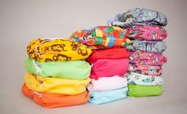 Pile couleurs de couches-culottes de tissu de différentes Images stock